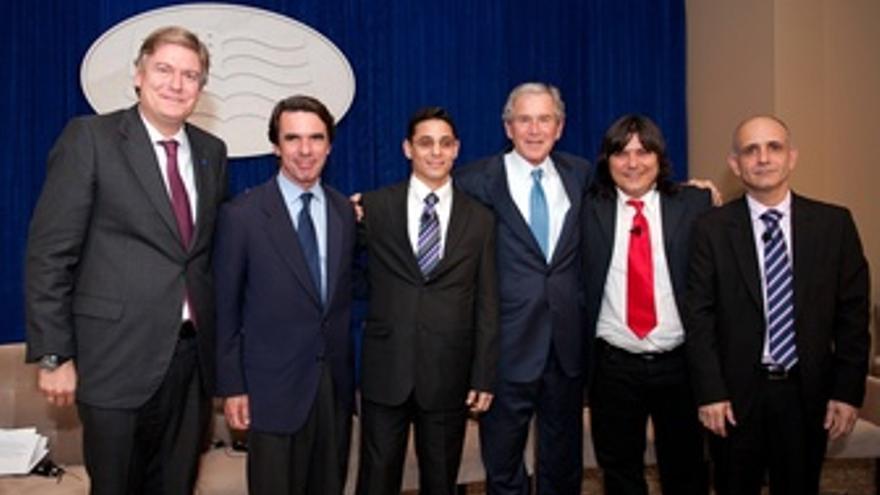José María Aznar Y George Bush Junto A Disidentes Cubanos