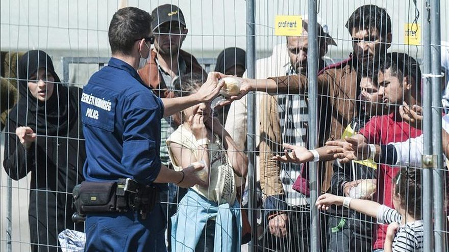 La oleada de refugiados que llega a Hungría no se frenará en las próximas semanas