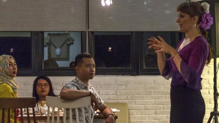 Flamenco en Indonesia gracias el arte de una española y un guitarrista local