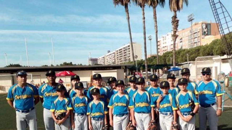 Foto cedida por el Capitalinos de Gran Canaria que muestra al conjunto alevín en Valencia al disputar el campeonato de España en Valencia