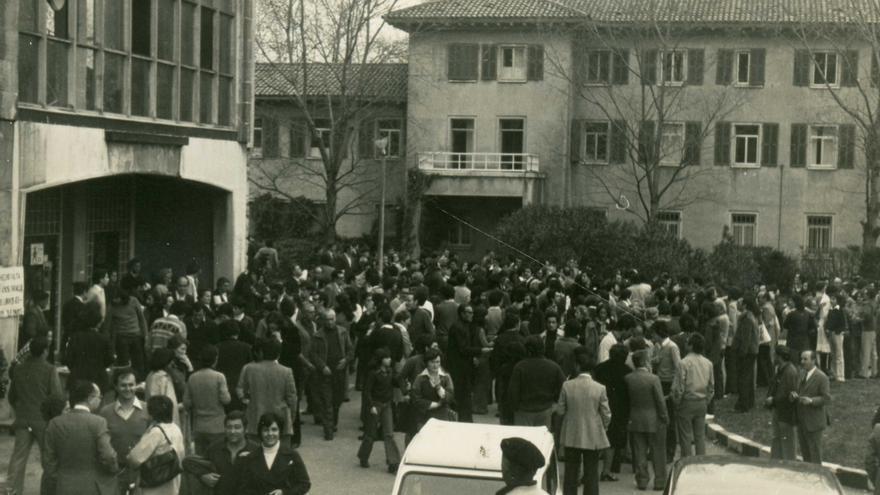 Mitin del PSOE en Santander el 13 de marzo de 1977.   DESMEMORIADOS