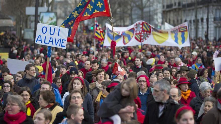 Miles de manifestantes en París contra el aborto, con España como ejemplo