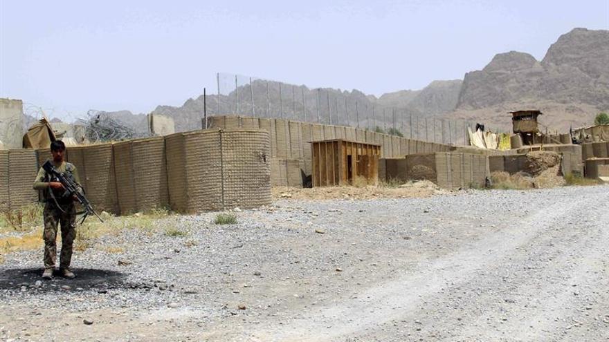 Al menos 43 muertos en ataque talibán contra base militar en Afganistán