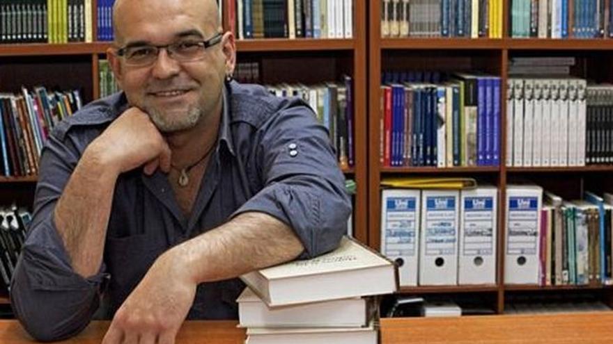 El escritor Alexis Ravelo centro en La Palma su última novela.