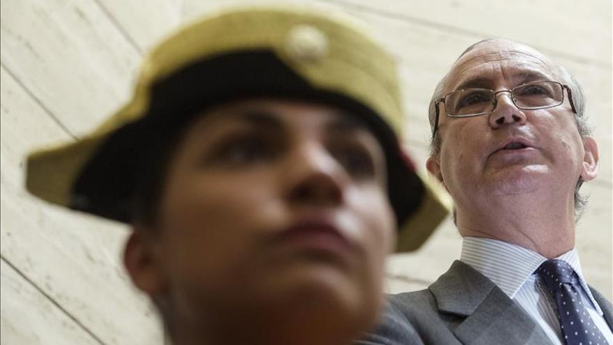 """Fernández de Mesa dice que la Guardia Civil cumple la ley """"donde se le ve y no se le ve"""""""