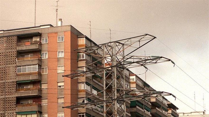 La OCU denuncia prácticas irregulares en la atención al cliente de las eléctricas