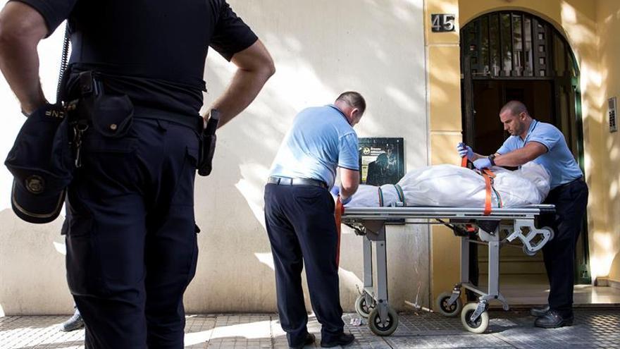 Hallan los cadáveres de una mujer y de dos de sus hijos en Málaga