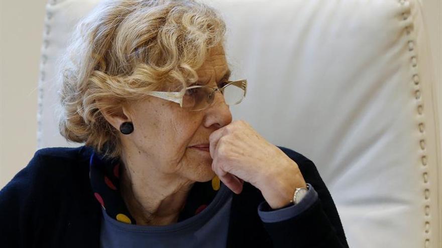 La alcaldesa de Madrid, Manuela Carmena, durante una reunión.