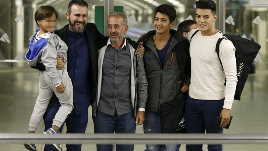 Tres años de libertad condicional para la periodista húngara que pateó a refugiados