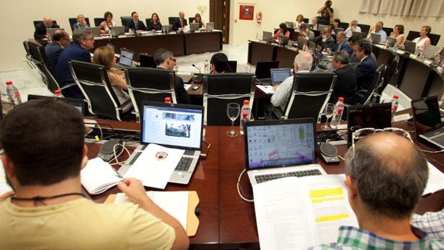 Celebración del primer Consejo Rector de la UCO presidido por Gómez Villamandos. | MADERO CUBERO