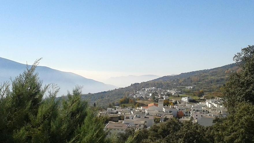 El pueblo de Pitres desde la vecina localidad de Pórtugos. M.A. VILLOSLADA