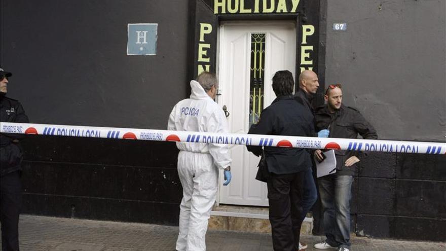 Hallan un cadáver con signos de violencia en una pensión de Melilla