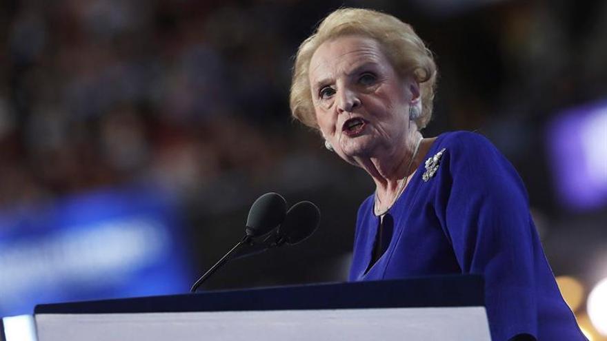 """Madeleine Albright cree que la """"polarización"""" política daña la credibilidad de EE.UU."""