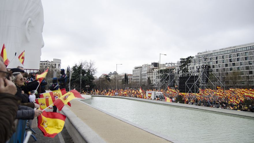 Manifestantes en Plaza Colón, Madrid