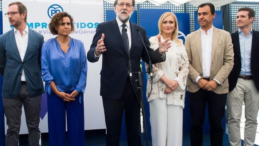 El presidente del Gobierno, Mariano Rajoy, durante un acto de apoyo al Pacto de Estado contra la Violencia de Género organizado por el PP, tras la declaración en la Audiencia Nacional.