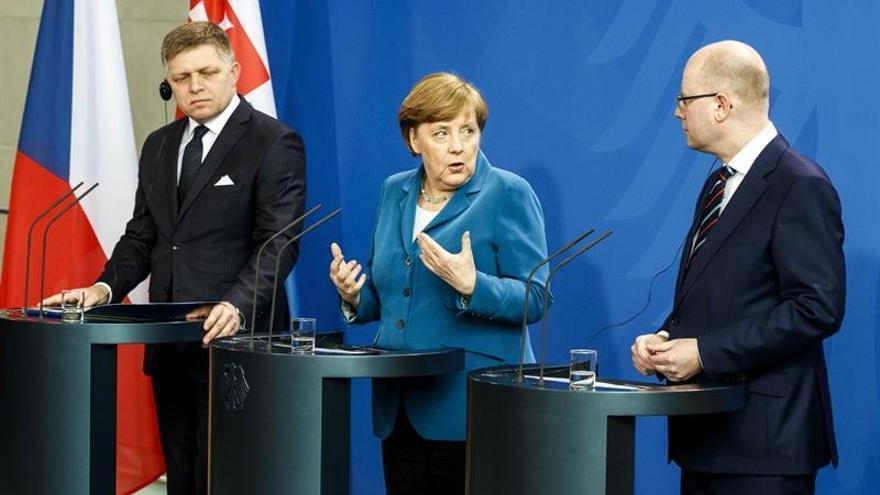 Merkel pide a los socios europeos unidad y más coherencia en política exterior