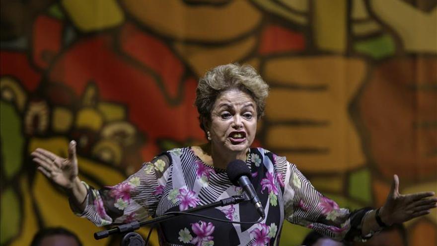 Miles de brasileños salen a las calles para exigir la destitución de Rousseff
