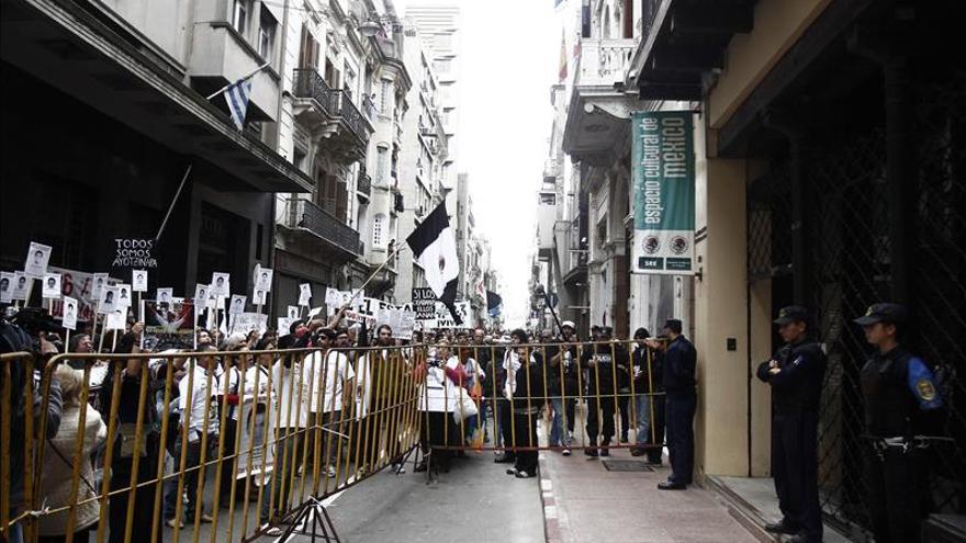Caravana por 43 mexicanos desaparecidos exige justicia en Uruguay