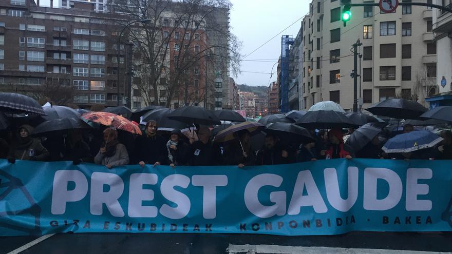 Cabeza de la manifestación en Bilbao en favor del acercamiento de los presos de ETA a Euskadi.