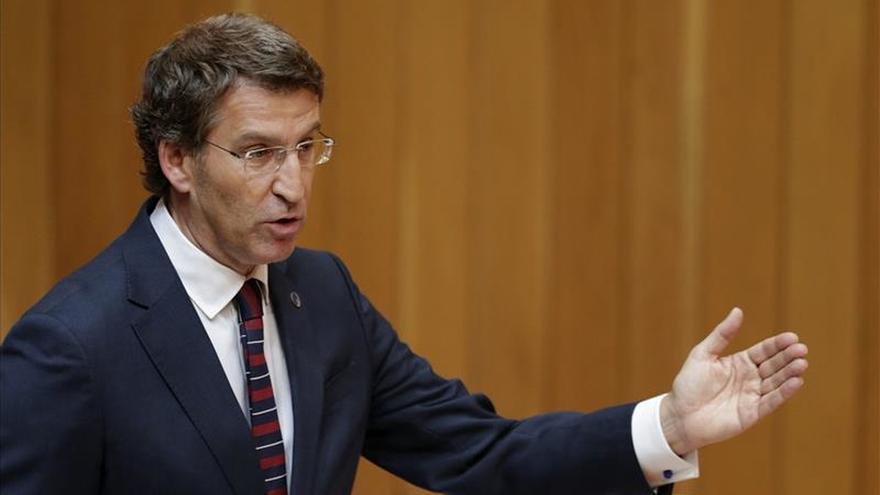 """La oposición planta a Feijóo en el Parlamento entre gritos de """"machista"""""""