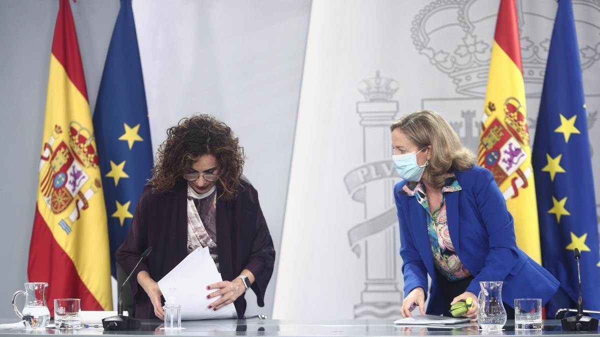 La ministra Portavoz y de Hacienda, María Jesús Montero, y la vicepresidenta y ministra de Asuntos Económicos y Digitalización, Nadia Calviño.