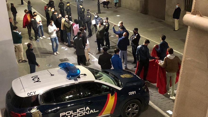 VÍDEO | Escrache taurino al ministro de Cultura a su llegada al Festival de Cine Independiente de Albacete