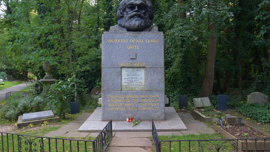 Memorial de Karl Marx en el cementerio de Highgate, Londres