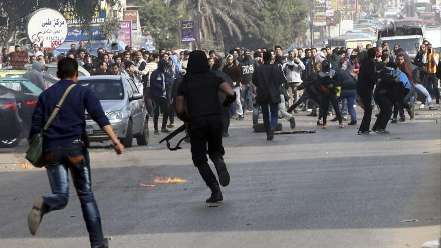Mueren cinco policías egipcios en un ataque armado en el sur del país