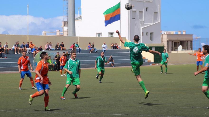 Imagen de archivo del partido entre la UD Los Llanos  y el Haría CF celebrado en el estadio Aceró. Foto: JOSÉ AYUT.