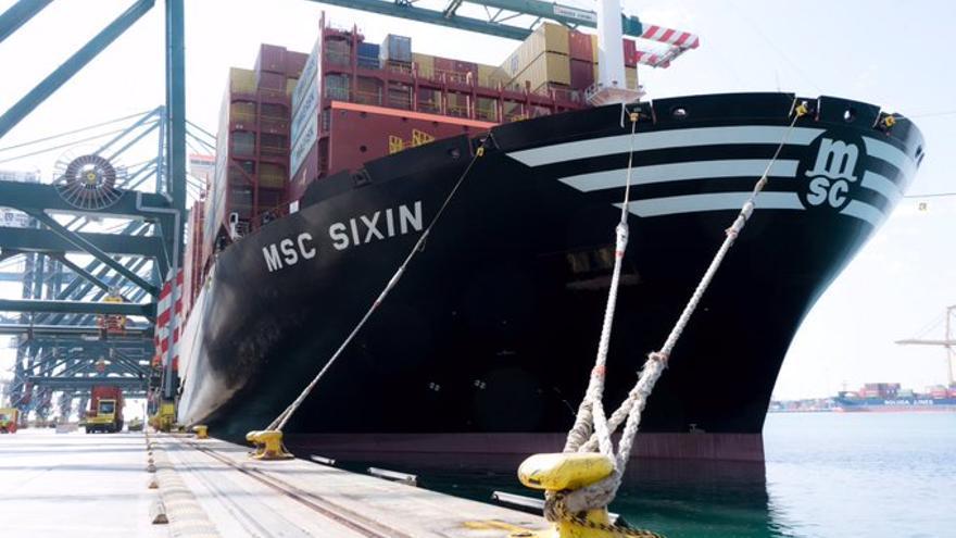 El MSC SIXIN con capacidad para casi 24.000 contenedores atracado en el Puerto de València.