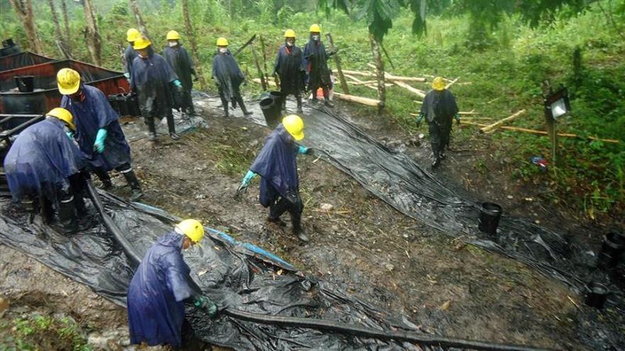 Controlan un derrame de petróleo en la Amazonía peruana después de cinco días