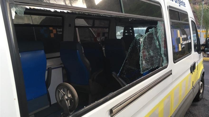 Imagen de un vehículo de los tres afectados por las roturas de lunas, en La Gomera