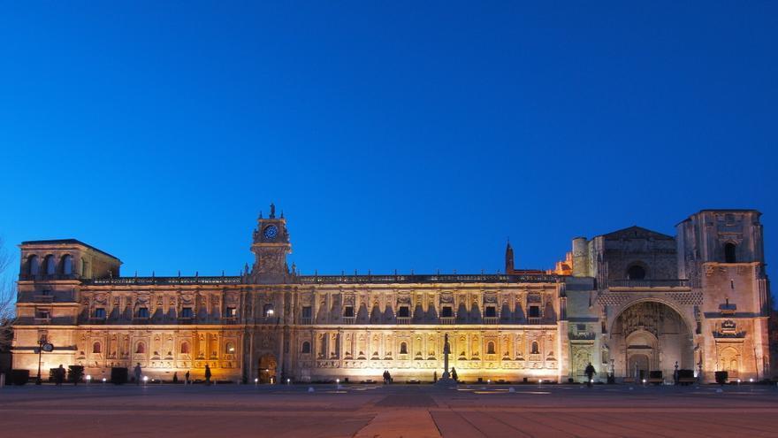 El Hostal San Marcos de León ha sido convento, hospital, prisión, museo y campo de concentración. Foto: Antramir. CC.