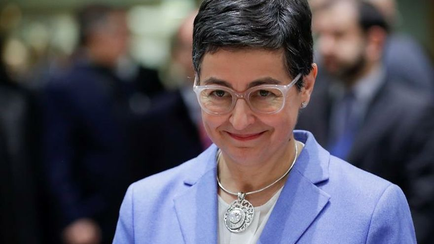 """España y Marruecos están de acuerdo en que la delimitación de sus respectivos espacios marítimos """"aún pendientes"""" deberá realizarse de mutuo acuerdo, según ha afirmado hoy la ministra de Asuntos Exteriores, Arancha González."""