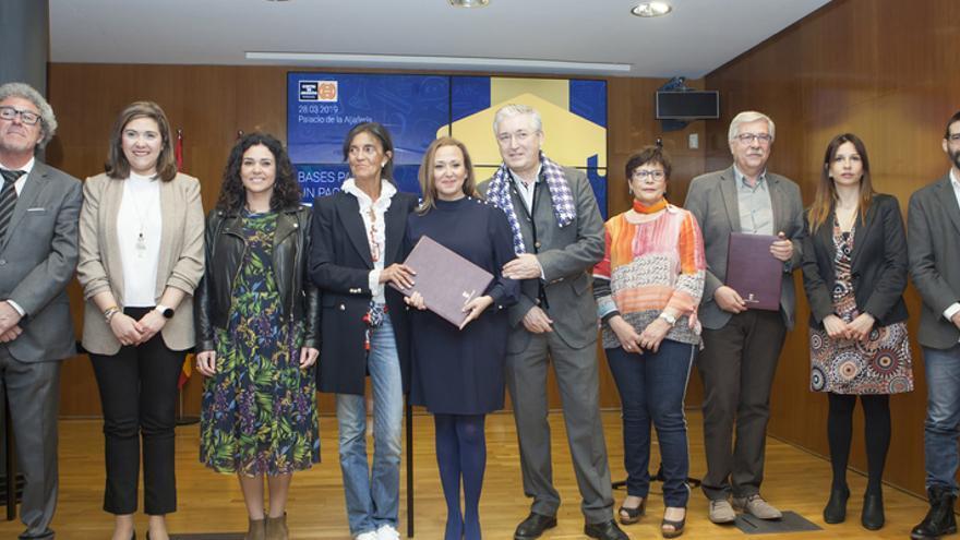"""Presentación en el Parlamento autonómico del documento """"Bases para un Pacto por la Educación"""" en Aragón"""