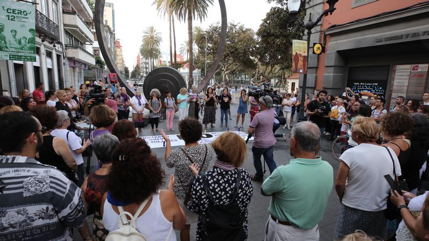 Concentración en Las Palmas de Gran Canaria contra el crimen machista de este lunes.