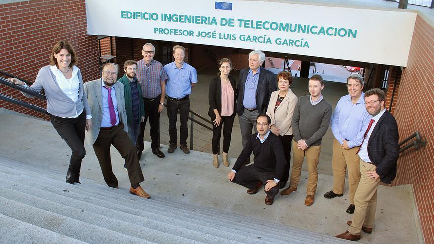 Los integrantes del programa DECAMP en una reunión celebrada en Santander. | UC