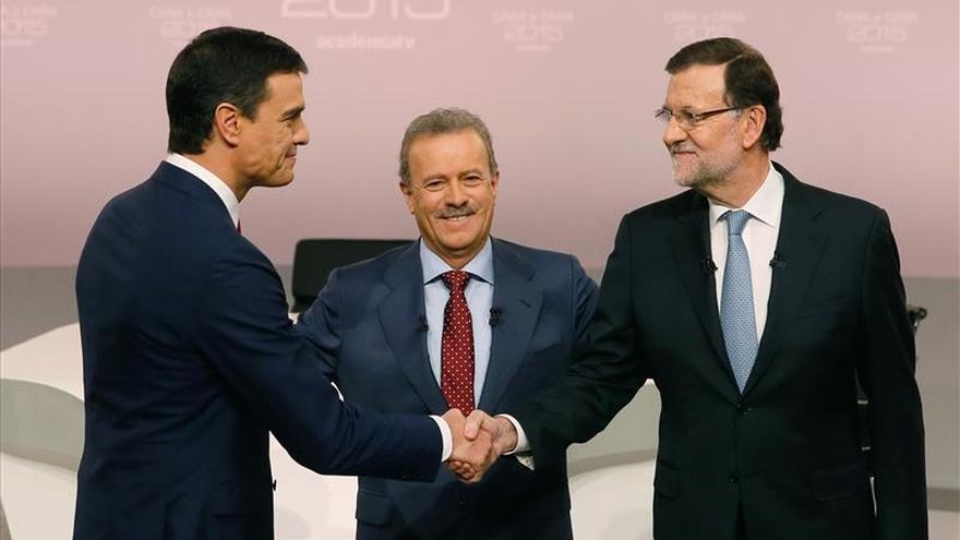 Sánchez promete derogar el voto rogado y Rajoy, un plan Marshall para África