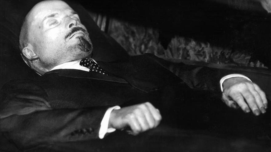 Madrid mueve - Страница 2 Chavez-Lenin-primer-revolucionario-embalsamado_EDIIMA20130308_0590_4