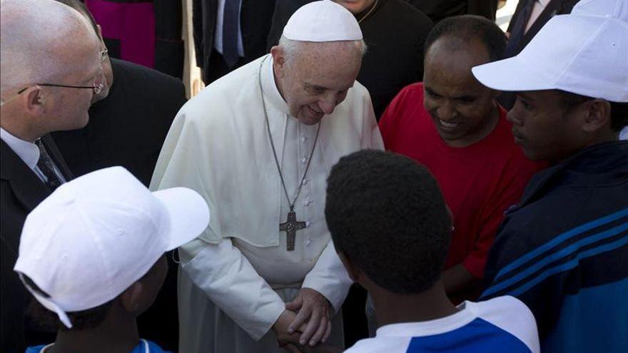 El Papa, con migrantes de un centro de acogida