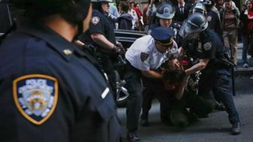 Más de 100 detenidos en el 'cerco' a la Bolsa de Nueva York