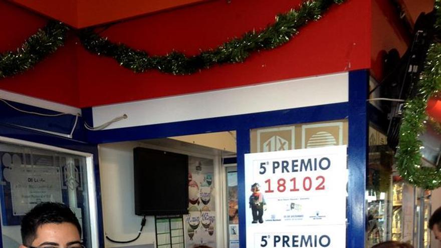 La gasolinera 'Chasnera' de Granadilla, lleva tres años consecutivos repartiendo premios de Lotería de Navidad