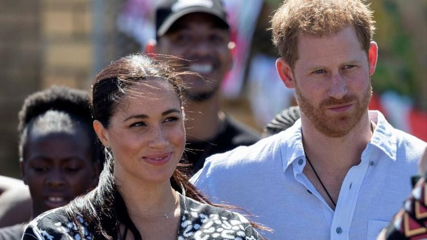 Isabel II convoca una reunión para abordar el futuro de Enrique y Meghan