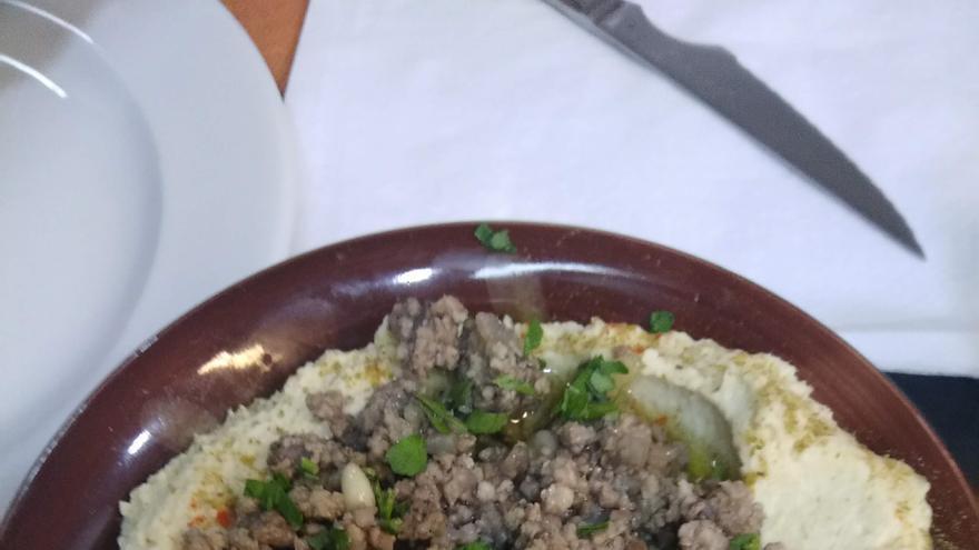 Hummus con carne