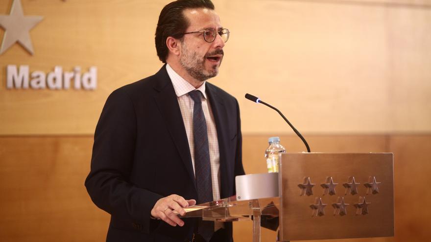 Archivo - El consejero de Economía, Hacienda y Empleo, Javier Fernández-Lasquetty, en una rueda de prensa en la Real Casa de Correos de Madrid.