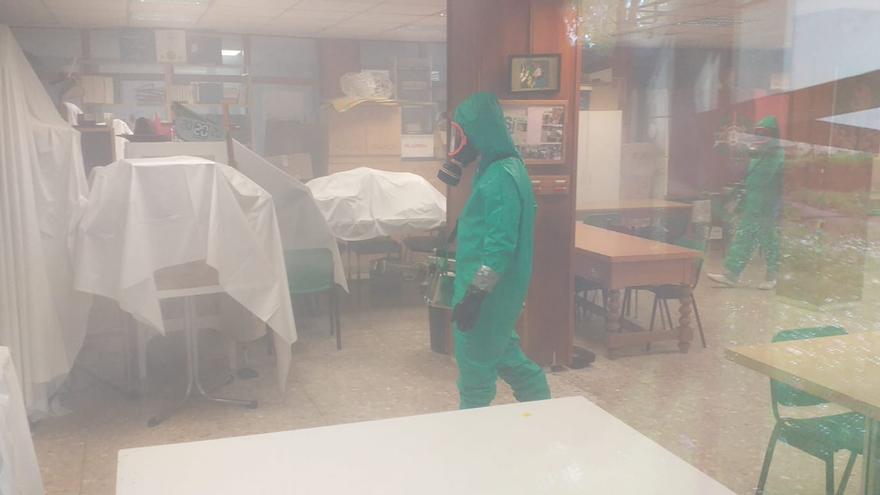 Desinfección del interior de la residencia Cardenal Marcelo.