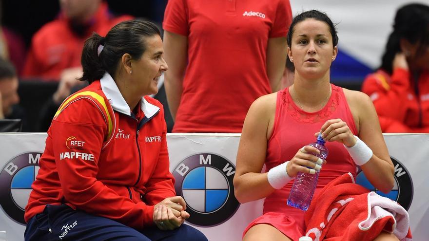 En España hay 2.500 mujeres que se dedican a enseñar los fundamentos del tenis.