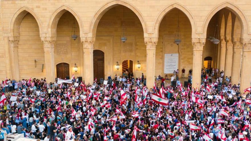 Las promesas del Gobierno no desactivan las protestas en las calles libanesas
