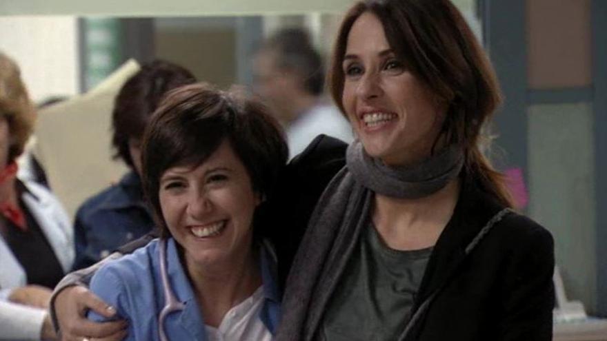 Maca y Esther, personajes de 'Hospital Central', en una escena de la serie.