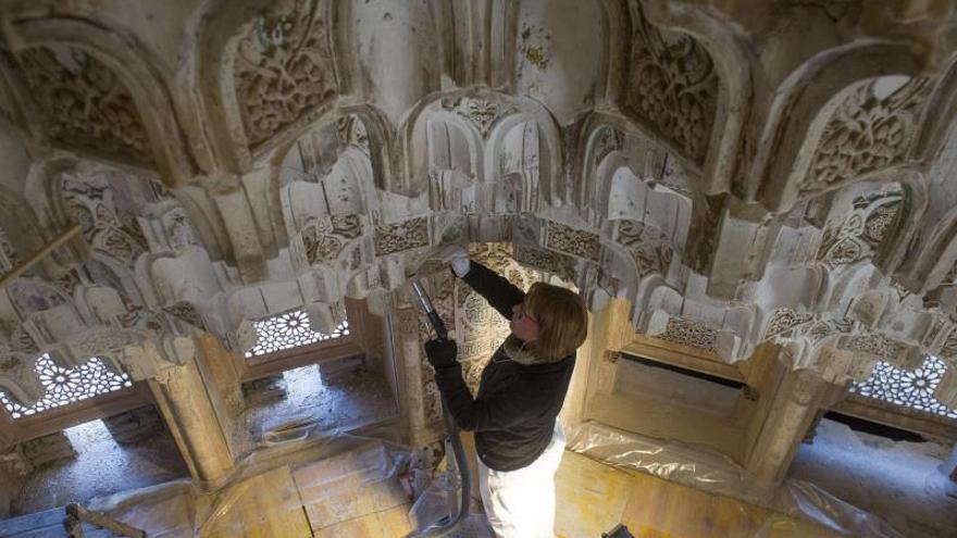 Un estudio descubre deformaciones en los mocárabes de la Alhambra